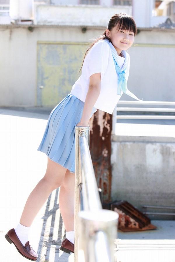 【鞘師里保グラビア画像】元モー娘。の童顔アイドルが現役時代に撮った水着姿がこちら 13