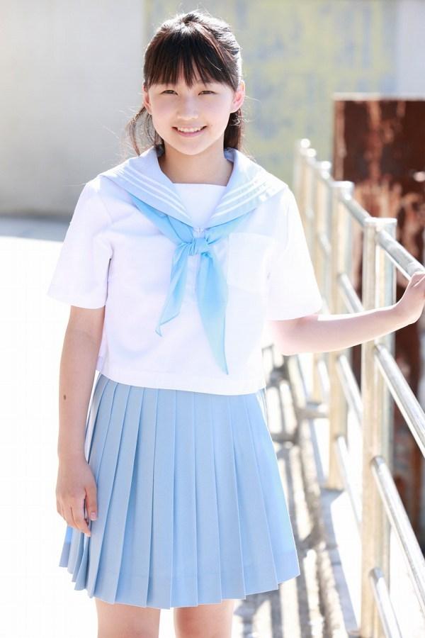 【鞘師里保グラビア画像】元モー娘。の童顔アイドルが現役時代に撮った水着姿がこちら 14