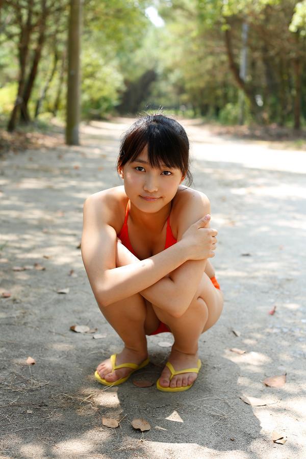 【鞘師里保グラビア画像】元モー娘。の童顔アイドルが現役時代に撮った水着姿がこちら 18