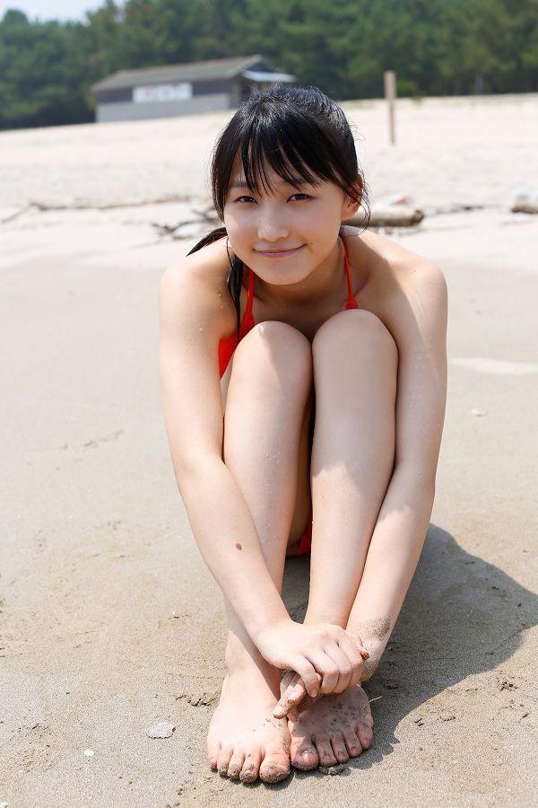 【鞘師里保グラビア画像】元モー娘。の童顔アイドルが現役時代に撮った水着姿がこちら 22