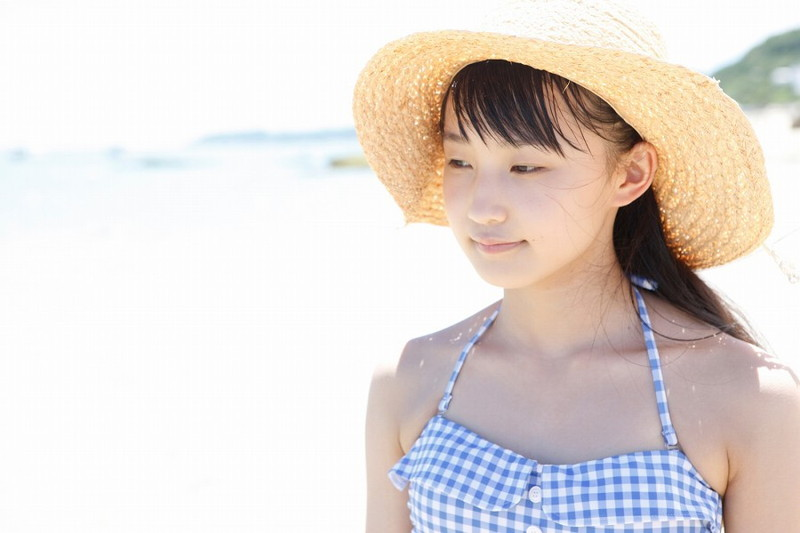 【鞘師里保グラビア画像】元モー娘。の童顔アイドルが現役時代に撮った水着姿がこちら 31