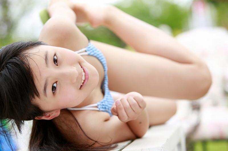 【鞘師里保グラビア画像】元モー娘。の童顔アイドルが現役時代に撮った水着姿がこちら 48