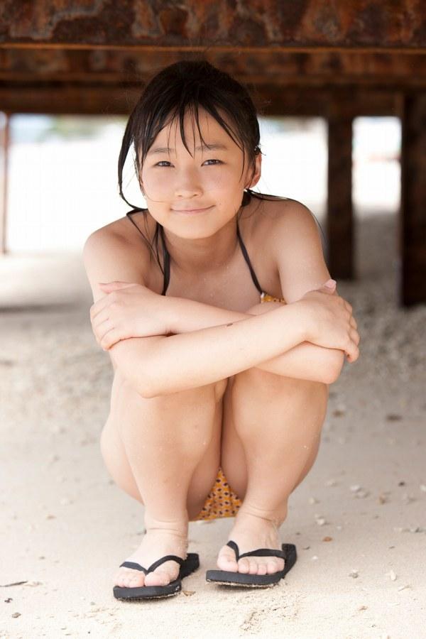 【鞘師里保グラビア画像】元モー娘。の童顔アイドルが現役時代に撮った水着姿がこちら 51