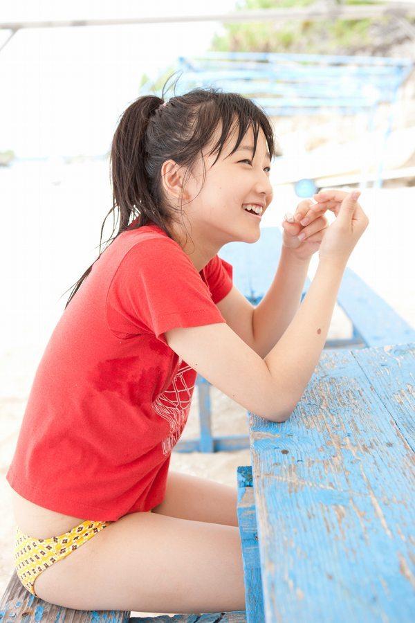 【鞘師里保グラビア画像】元モー娘。の童顔アイドルが現役時代に撮った水着姿がこちら 52