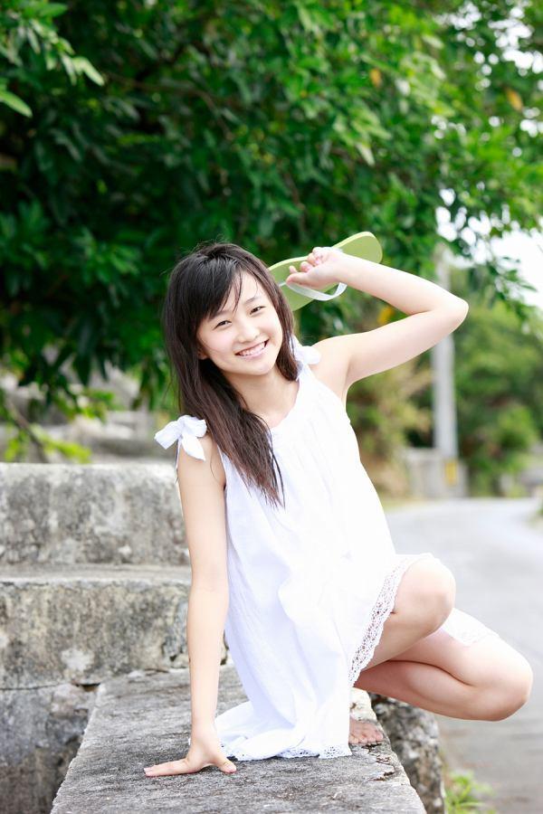 【鞘師里保グラビア画像】元モー娘。の童顔アイドルが現役時代に撮った水着姿がこちら 65