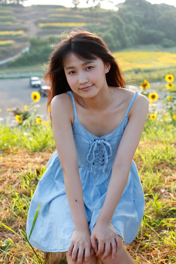 【鞘師里保グラビア画像】元モー娘。の童顔アイドルが現役時代に撮った水着姿がこちら 68