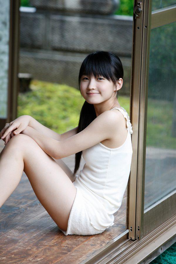 【鞘師里保グラビア画像】元モー娘。の童顔アイドルが現役時代に撮った水着姿がこちら 75
