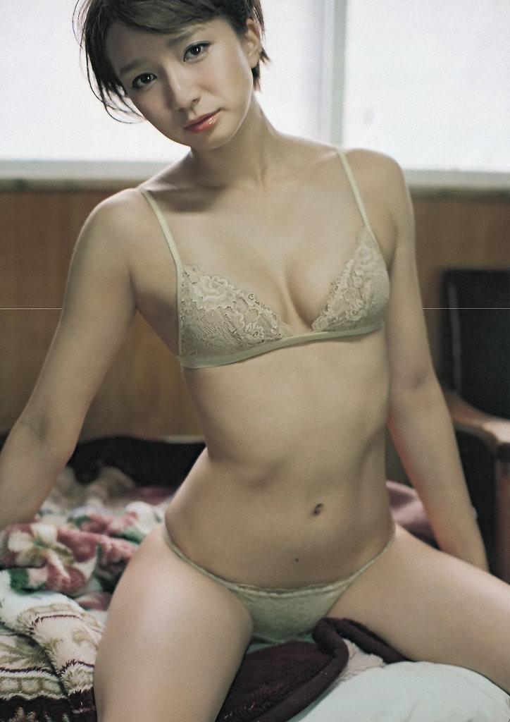 【芹那グラビア画像】セクシー系アイドルグループに所属していた事がある熟女タレント 33