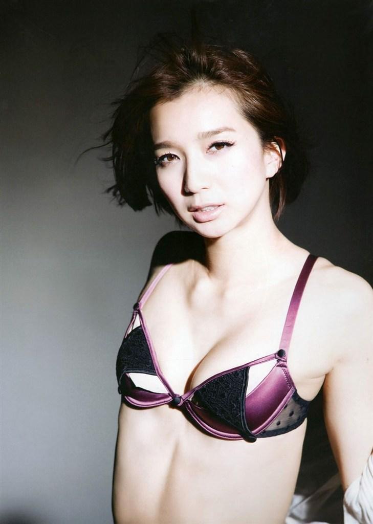 【芹那グラビア画像】セクシー系アイドルグループに所属していた事がある熟女タレント 52
