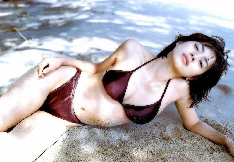 【さとう珠緒お宝画像】戦隊ヒロインやミニスカポリスだった熟女の懐かしい水着姿 04