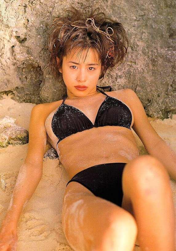 【さとう珠緒お宝画像】戦隊ヒロインやミニスカポリスだった熟女の懐かしい水着姿 17