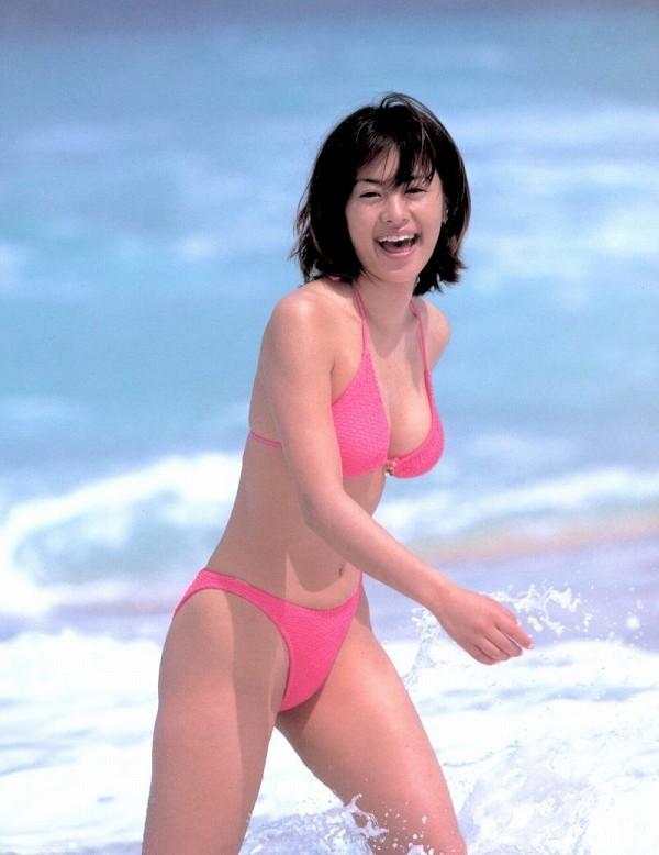 【さとう珠緒お宝画像】戦隊ヒロインやミニスカポリスだった熟女の懐かしい水着姿 36