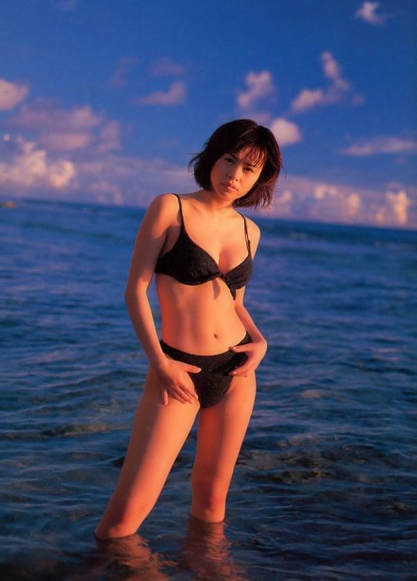 【さとう珠緒お宝画像】戦隊ヒロインやミニスカポリスだった熟女の懐かしい水着姿 57