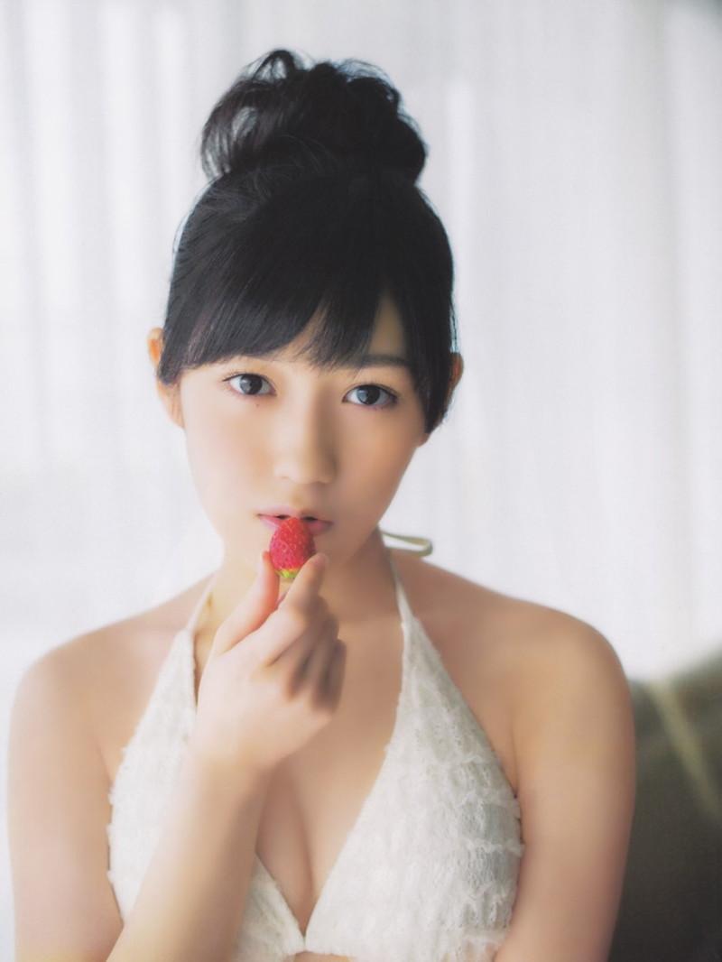 【渡辺麻友お宝画像】突然芸能界引退を発表した元AKBアイドルのグラビア写真 16