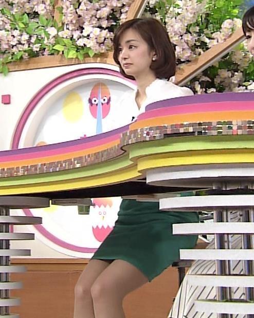 【タイトミニエロ画像】お尻のラインとパンチラがエロい美女のタイトミニ姿 33