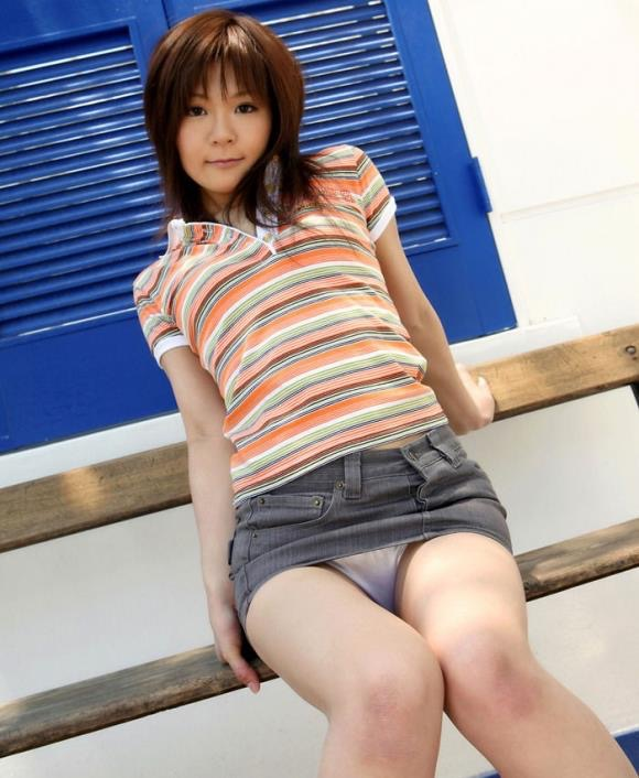 【タイトミニエロ画像】お尻のラインとパンチラがエロい美女のタイトミニ姿 40