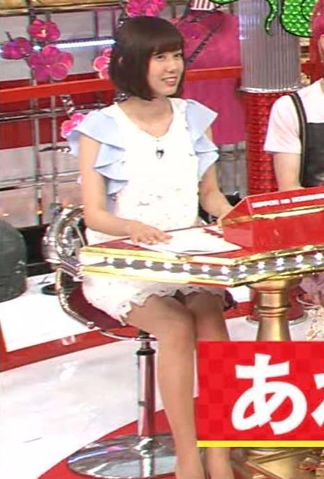 【タイトミニエロ画像】お尻のラインとパンチラがエロい美女のタイトミニ姿 43
