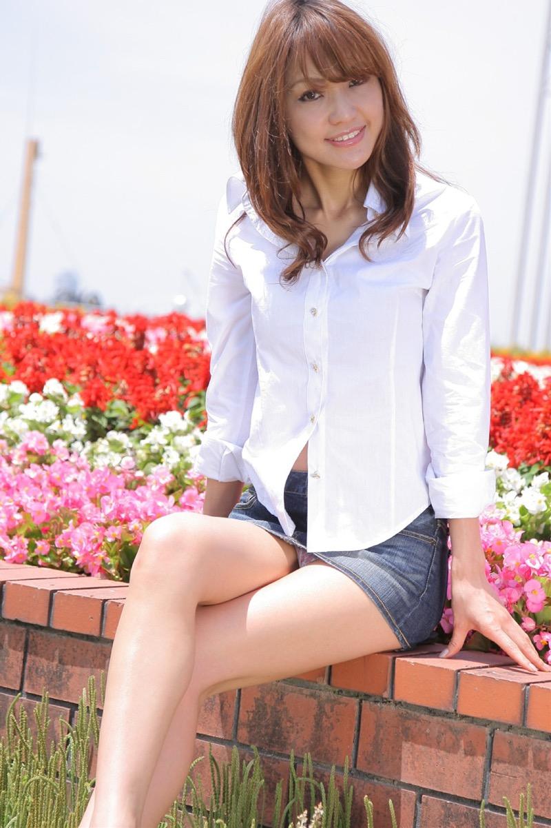 【タイトミニエロ画像】お尻のラインとパンチラがエロい美女のタイトミニ姿 46