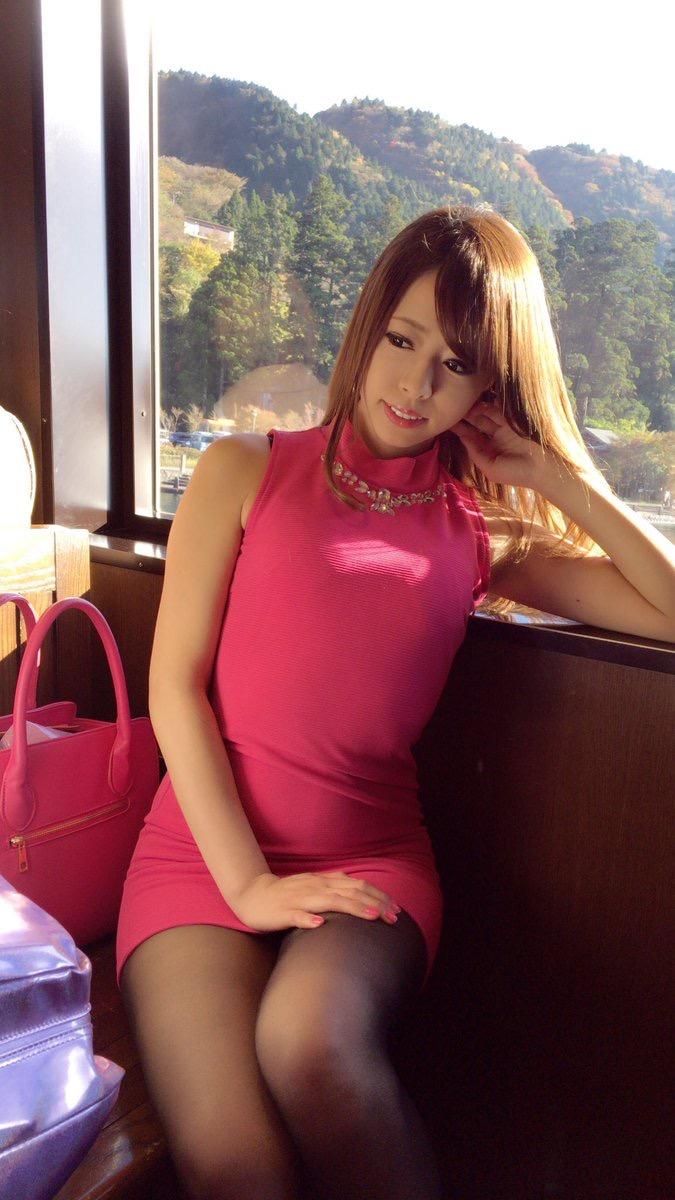 【タイトミニエロ画像】お尻のラインとパンチラがエロい美女のタイトミニ姿 48