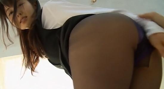 【タイトミニエロ画像】お尻のラインとパンチラがエロい美女のタイトミニ姿 49