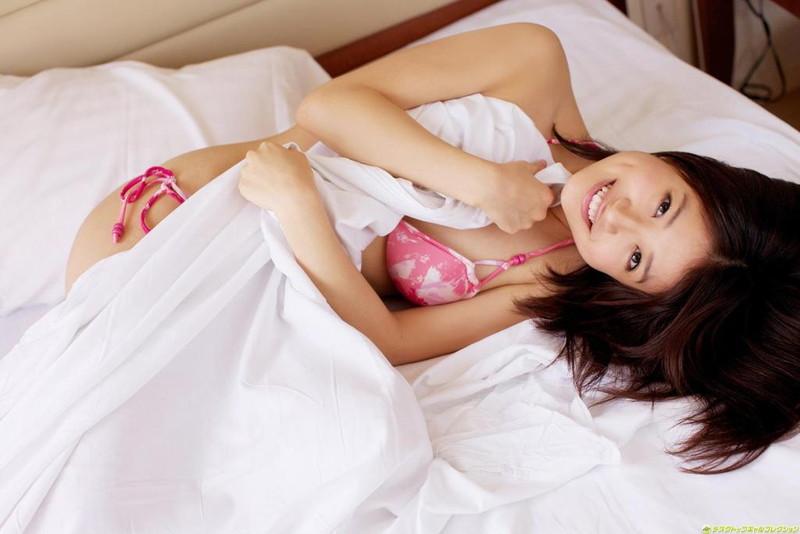 【斉藤まりなグラビア画像】綺麗な歌声がとても素敵なお姉さんの貴重なビキニ姿 22