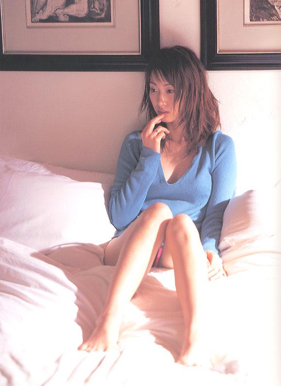 【坂下千里子お宝画像】平成初頭に大ブレイクした千里ちゃんの貴重なセミヌード! 40
