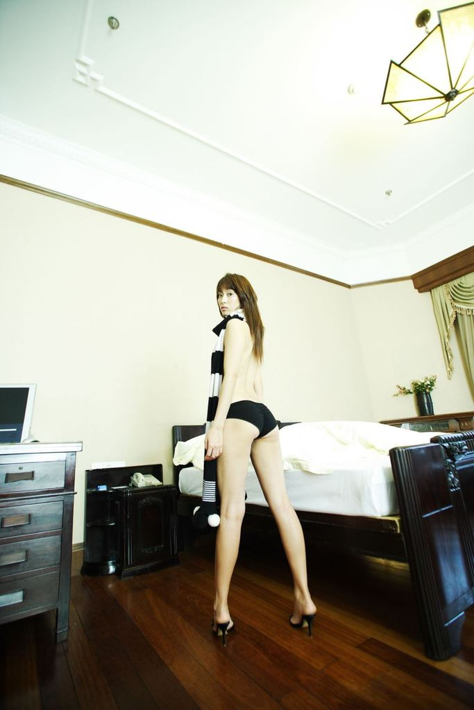 【坂下千里子お宝画像】平成初頭に大ブレイクした千里ちゃんの貴重なセミヌード! 59