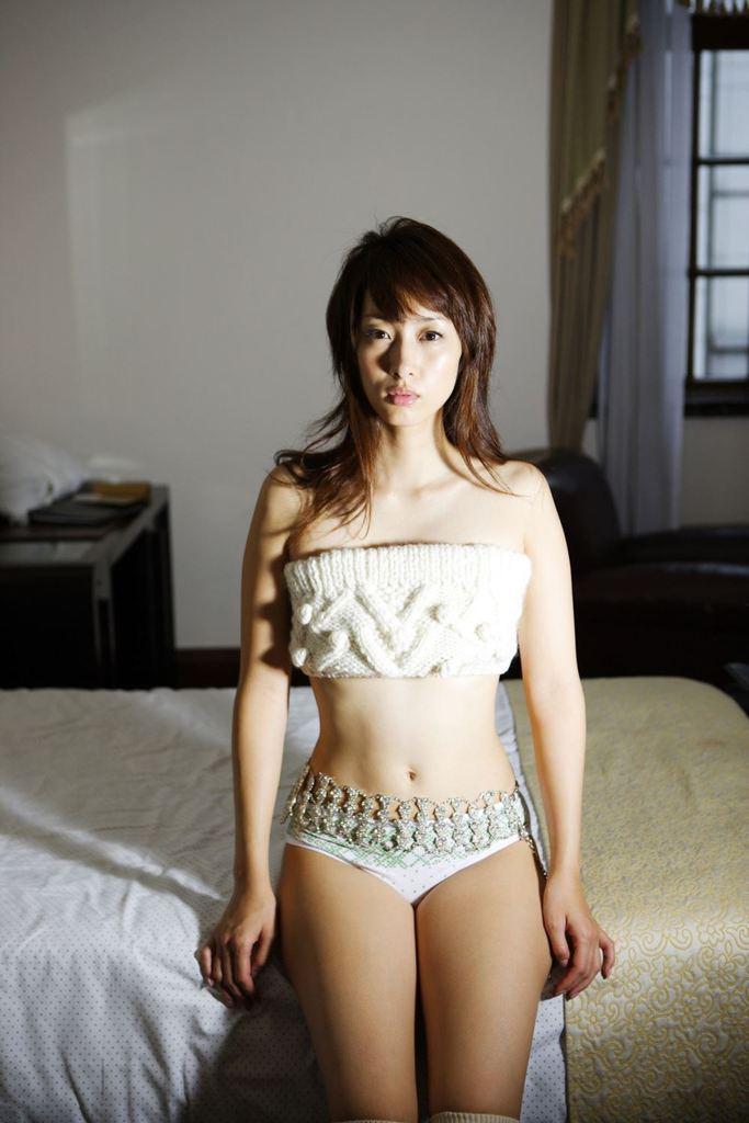 【坂下千里子お宝画像】平成初頭に大ブレイクした千里ちゃんの貴重なセミヌード! 76