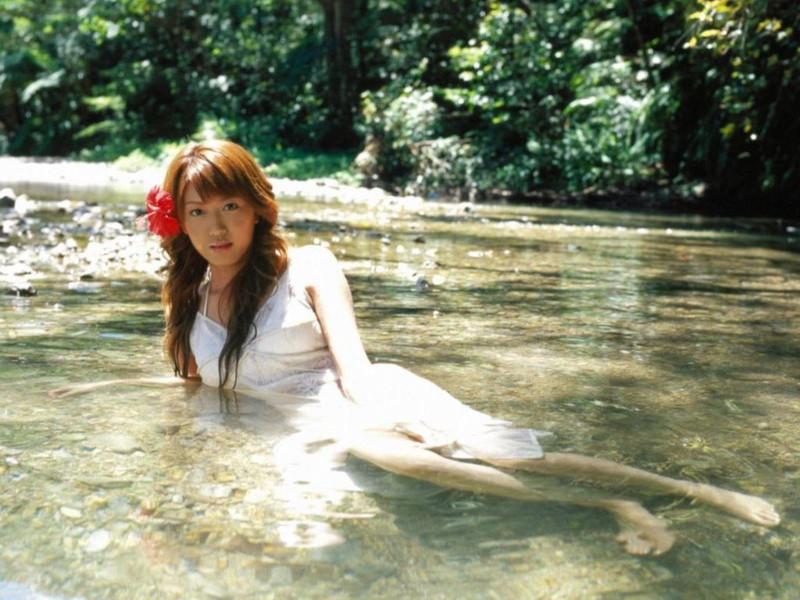 【里田まいグラビア画像】北海道で酪農しながらアイドルやってたってマジかwwww 16