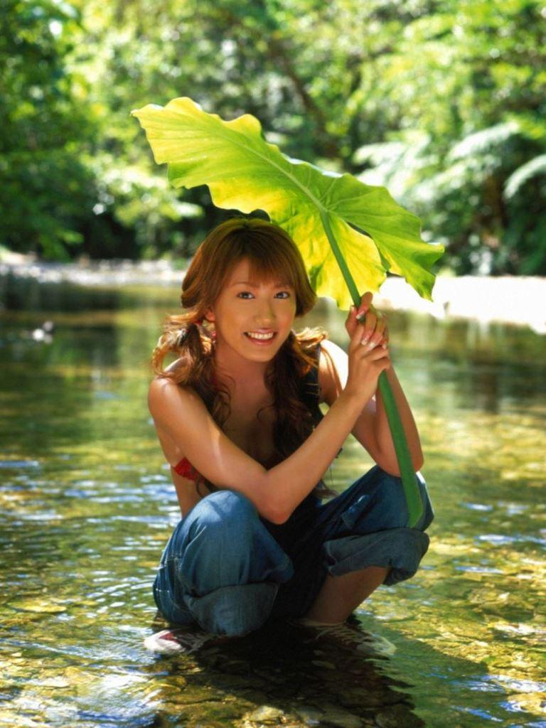 【里田まいグラビア画像】北海道で酪農しながらアイドルやってたってマジかwwww 24