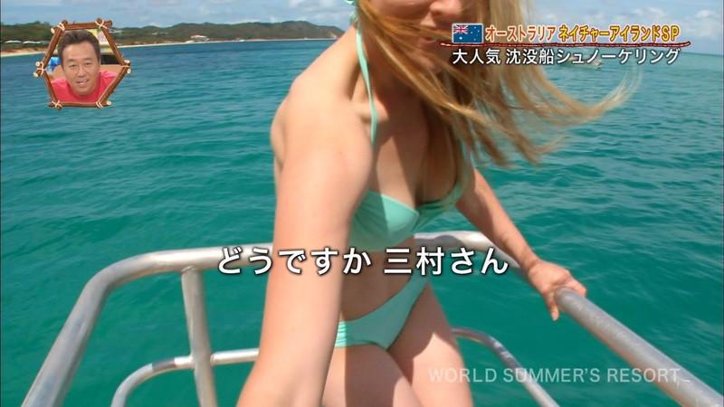 【放送事故画像】テレビ画面で堂々と外国美女のエロビキニ姿が見られる番組wwww 04