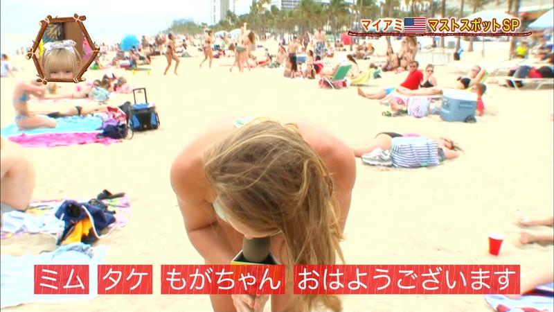 【放送事故画像】テレビ画面で堂々と外国美女のエロビキニ姿が見られる番組wwww 12