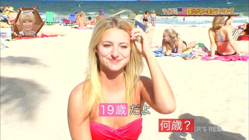 【放送事故画像】テレビ画面で堂々と外国美女のエロビキニ姿が見られる番組wwww 29