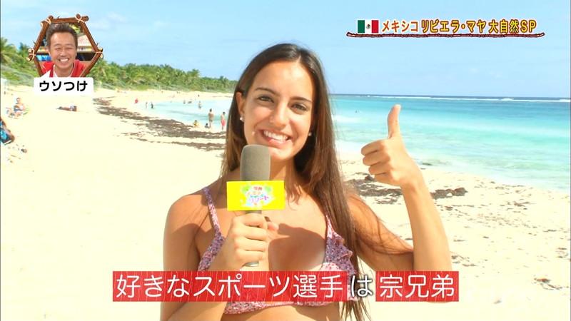 【放送事故画像】テレビ画面で堂々と外国美女のエロビキニ姿が見られる番組wwww 41