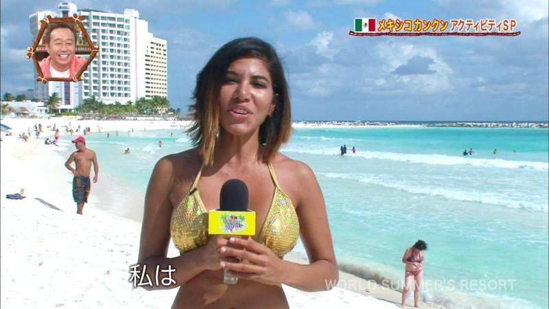 【放送事故画像】テレビ画面で堂々と外国美女のエロビキニ姿が見られる番組wwww 47