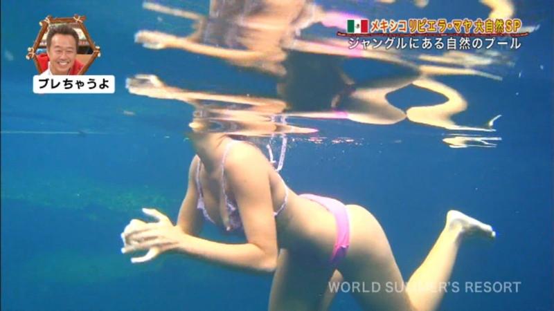 【放送事故画像】テレビ画面で堂々と外国美女のエロビキニ姿が見られる番組wwww 54