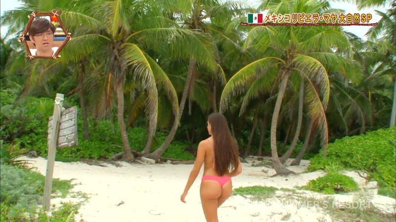 【放送事故画像】テレビ画面で堂々と外国美女のエロビキニ姿が見られる番組wwww 56