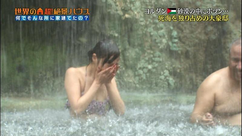 【放送事故画像】テレビ画面で堂々と外国美女のエロビキニ姿が見られる番組wwww 73