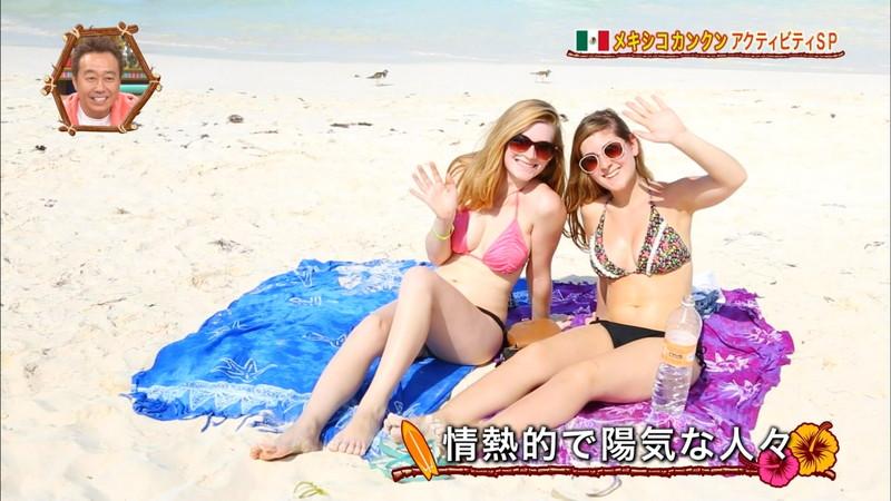 【放送事故画像】テレビ画面で堂々と外国美女のエロビキニ姿が見られる番組wwww 76
