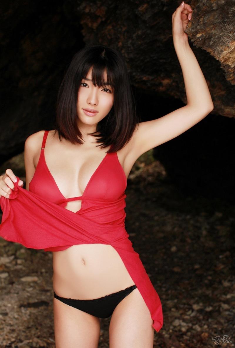 【今野杏南グラビア画像】挑発的な視線と美しいFカップボディがソソる美巨乳美女 27