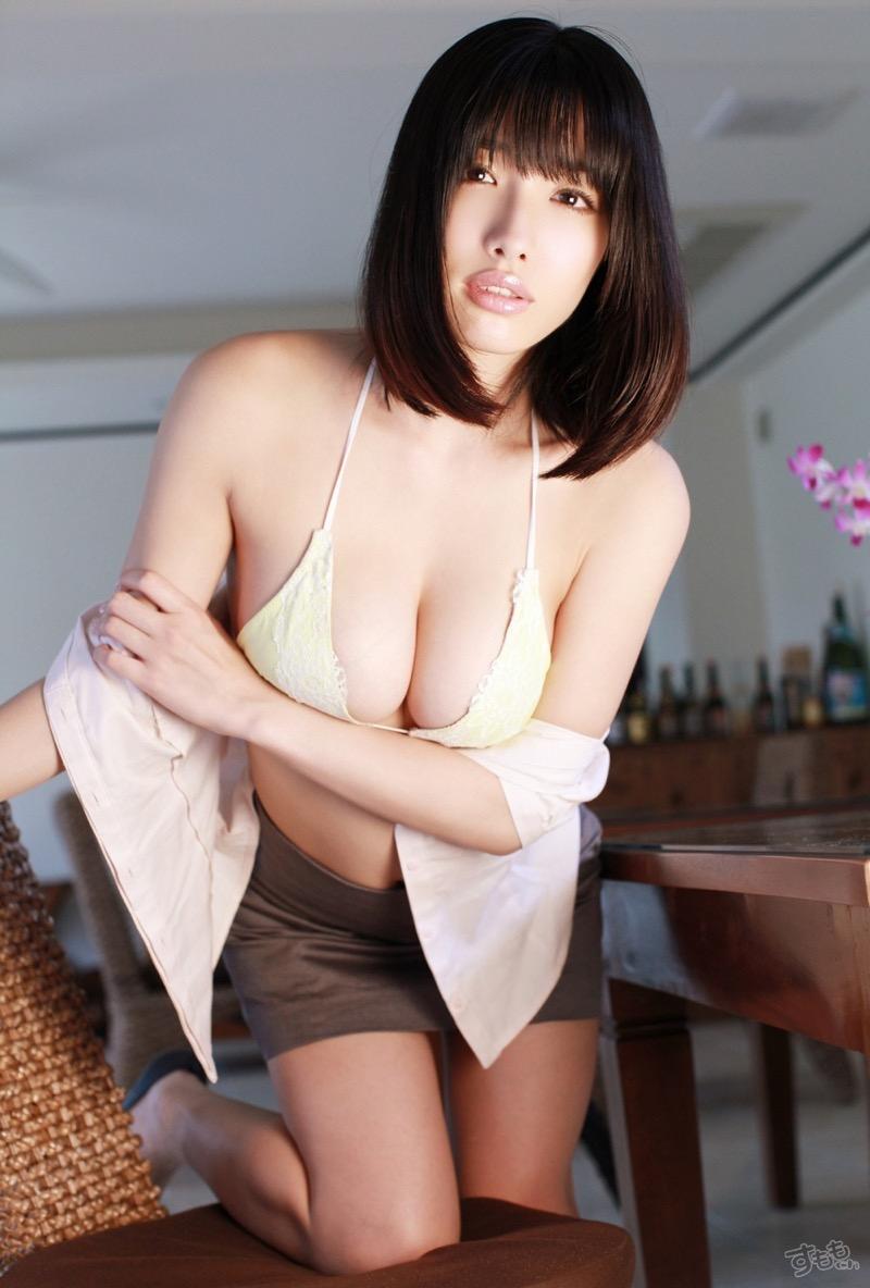 【今野杏南グラビア画像】挑発的な視線と美しいFカップボディがソソる美巨乳美女 52