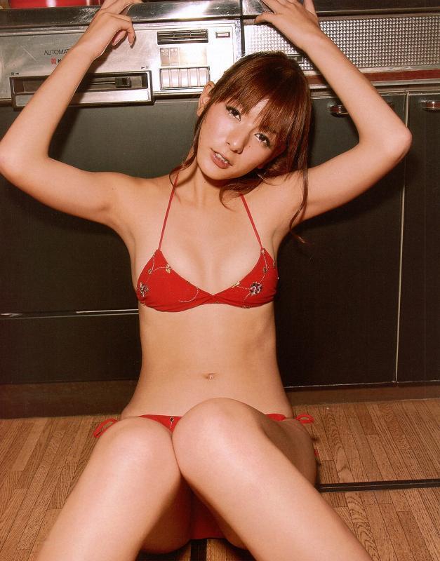 【スザンヌお宝画像】かつてバラエティ番組で引っ張りだこだったおバカ系ハーフ美女 04