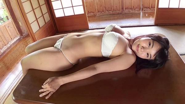 【佐々野愛美エロ画像】可愛い顔立ちに似合わないメリハリボディがめちゃシコ過ぎた 53
