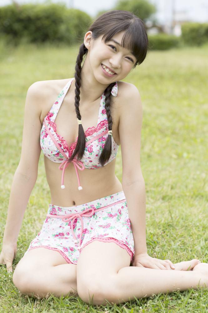 【牧野真莉愛グラビア画像】現役モー娘アイドルの健康的でちょっとエッチな水着姿 13