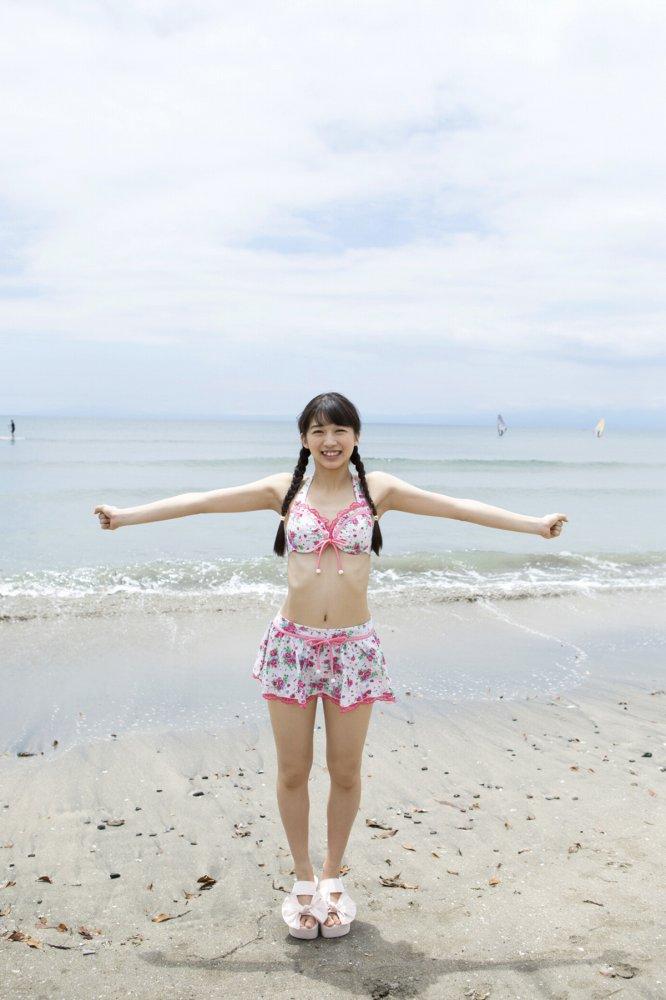 【牧野真莉愛グラビア画像】現役モー娘アイドルの健康的でちょっとエッチな水着姿 27