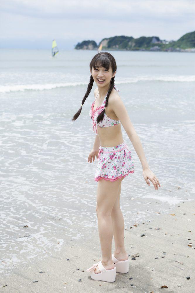 【牧野真莉愛グラビア画像】現役モー娘アイドルの健康的でちょっとエッチな水着姿 28