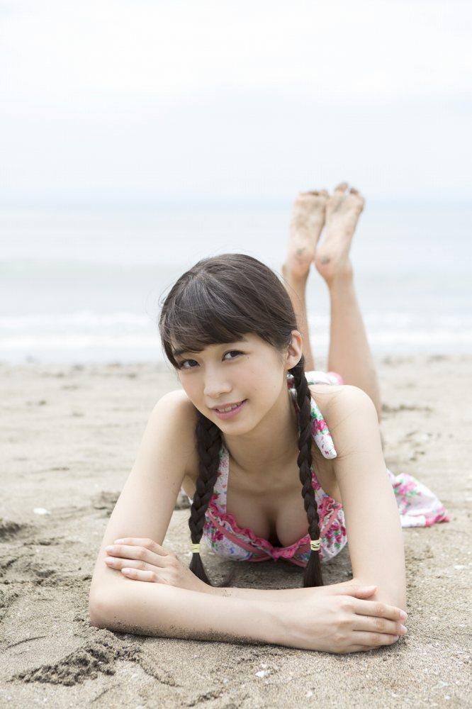 【牧野真莉愛グラビア画像】現役モー娘アイドルの健康的でちょっとエッチな水着姿 37