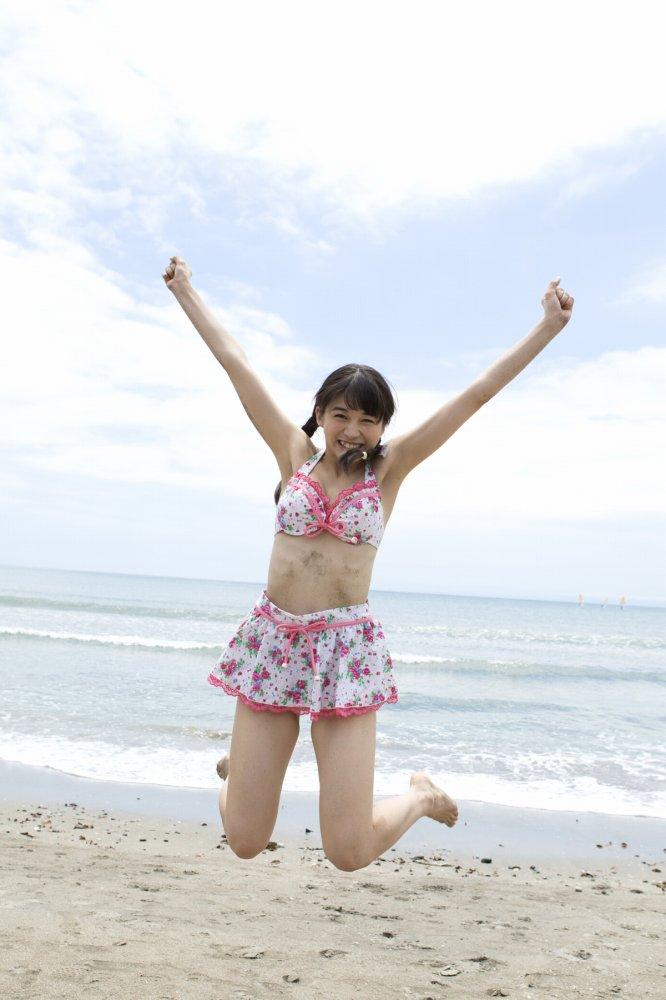【牧野真莉愛グラビア画像】現役モー娘アイドルの健康的でちょっとエッチな水着姿 38