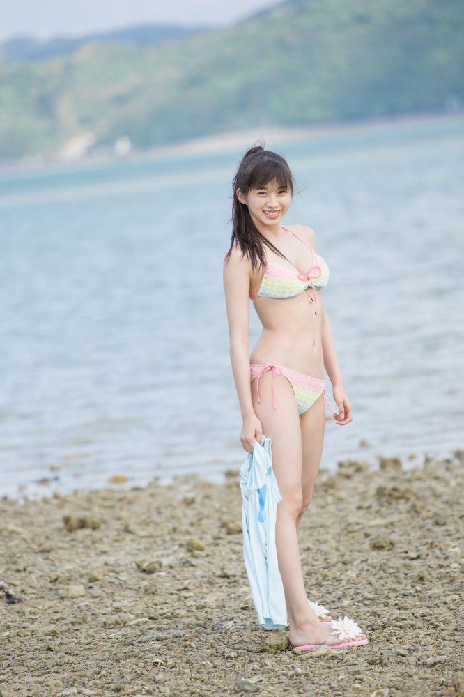 【牧野真莉愛グラビア画像】現役モー娘アイドルの健康的でちょっとエッチな水着姿 44