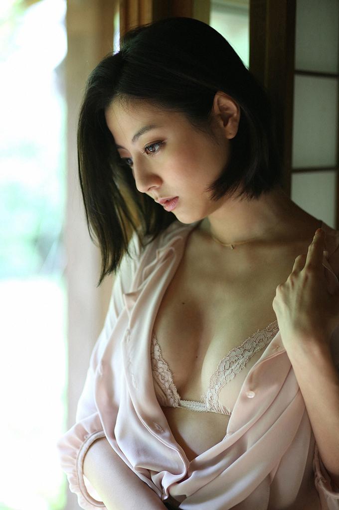 【杉本有美グラビア画像】ファッションモデルの美しすぎるランジェリー姿 10